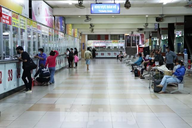 Bến xe lớn nhất Sài Gòn vắng hoe trước giờ tạm ngưng hoạt động toàn bộ xe khách ảnh 12