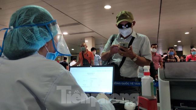 Khách khai báo y tế không đúng 'hành' nhân viên kiểm dịch ở sân bay Tân Sơn Nhất ảnh 4