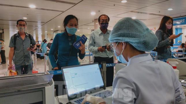 Khách khai báo y tế không đúng 'hành' nhân viên kiểm dịch ở sân bay Tân Sơn Nhất ảnh 3