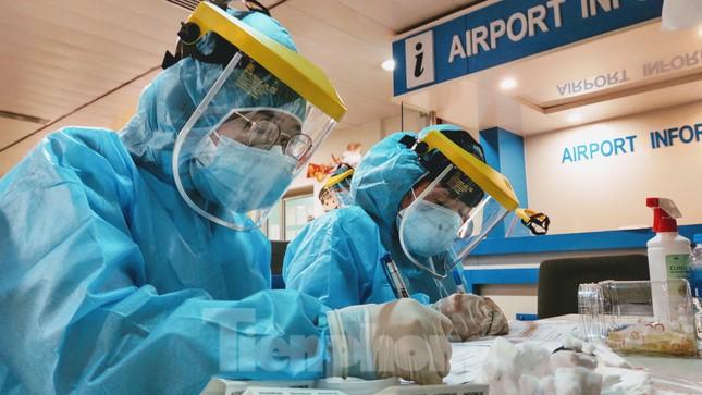 Khách khai báo y tế không đúng 'hành' nhân viên kiểm dịch ở sân bay Tân Sơn Nhất ảnh 6