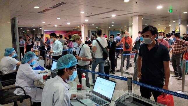 Khách khai báo y tế không đúng 'hành' nhân viên kiểm dịch ở sân bay Tân Sơn Nhất ảnh 9