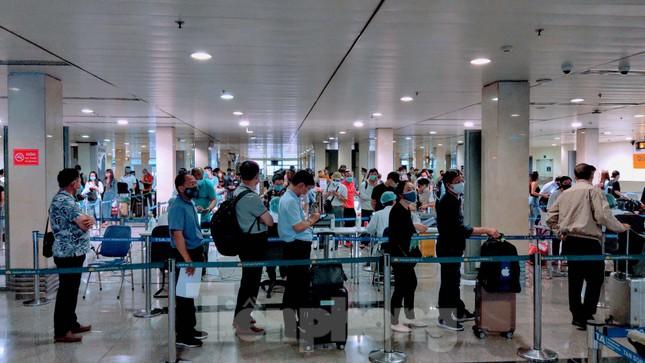 Khách khai báo y tế không đúng 'hành' nhân viên kiểm dịch ở sân bay Tân Sơn Nhất ảnh 10
