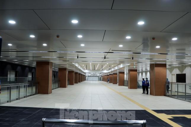 Chiêm ngưỡng nhà ga metro hiện đại đầu tiên dưới lòng đất Sài Gòn ảnh 1