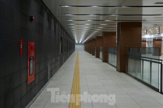 Chiêm ngưỡng nhà ga metro hiện đại đầu tiên dưới lòng đất Sài Gòn ảnh 3