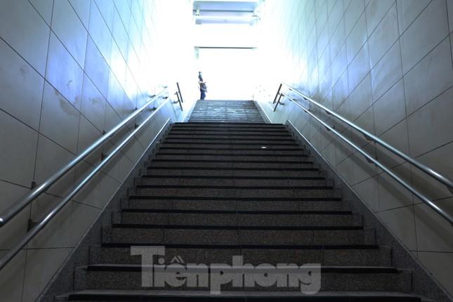 Chiêm ngưỡng nhà ga metro hiện đại đầu tiên dưới lòng đất Sài Gòn ảnh 7