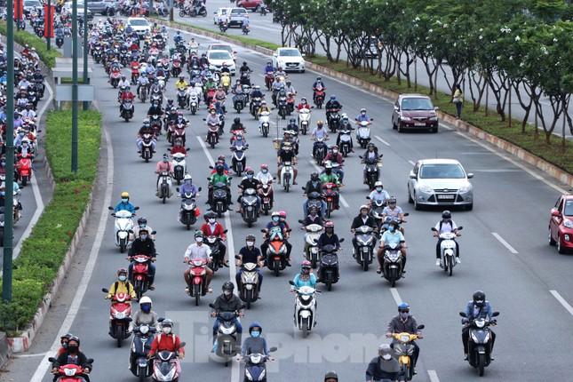 Cửa ngõ Sài Gòn ken đặc xe cộ sáng đầu tuần ảnh 2