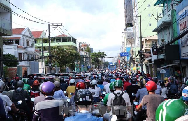 Cửa ngõ Sài Gòn ken đặc xe cộ sáng đầu tuần ảnh 6