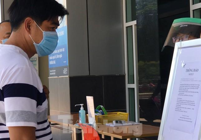 An ninh thắt chặt tại Bệnh viện Quốc tế City sau khi có người nghi mắc COVID-19 ảnh 3