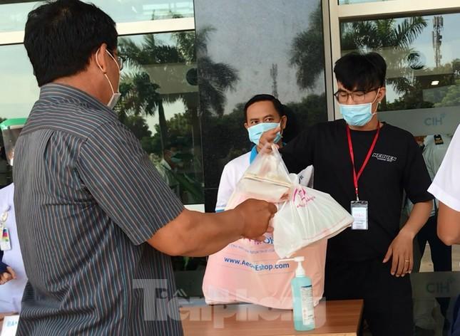 An ninh thắt chặt tại Bệnh viện Quốc tế City sau khi có người nghi mắc COVID-19 ảnh 4