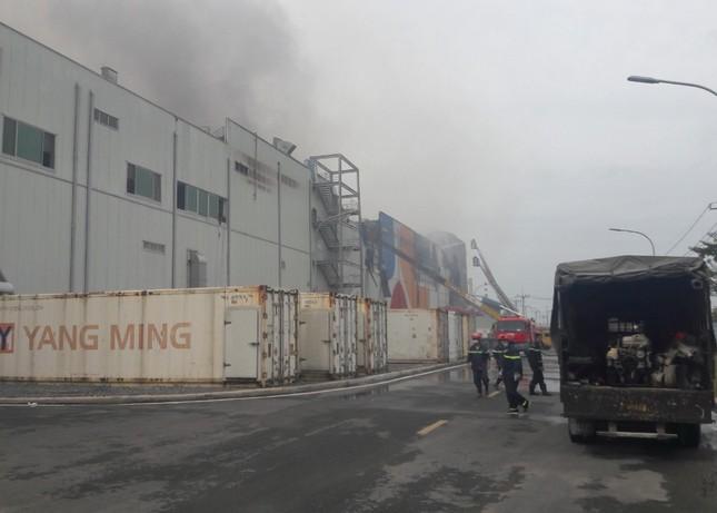 Cận cảnh hiện trường vụ cháy dữ dội trong khu công nghiệp ở Sài Gòn ảnh 7