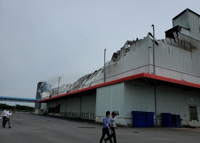 Cận cảnh hiện trường vụ cháy dữ dội trong khu công nghiệp ở Sài Gòn ảnh 9