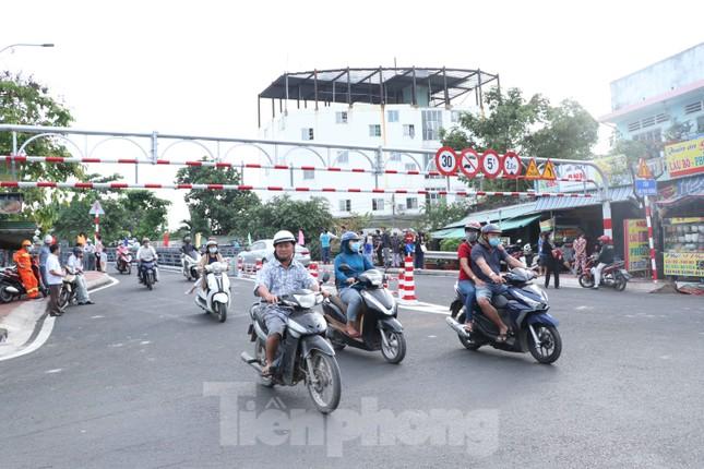 Người dân Sài Gòn thoát cảnh 'qua sông lụy đò' ảnh 2