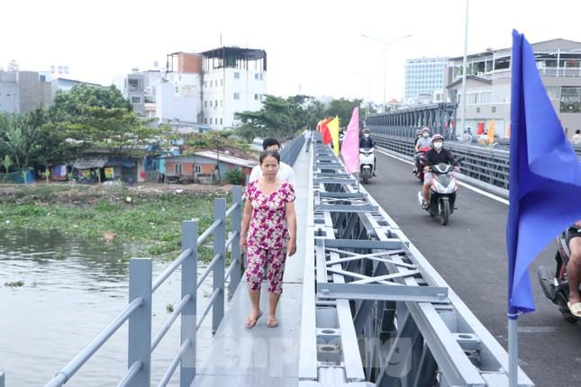 Người dân Sài Gòn thoát cảnh 'qua sông lụy đò' ảnh 7