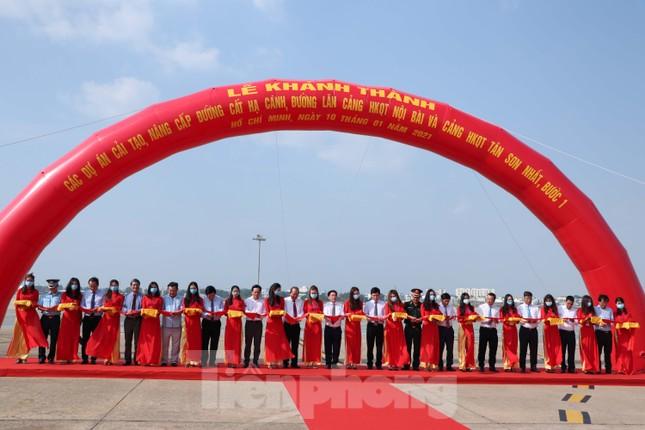 Cận cảnh đường băng nghìn tỷ ở sân bay Tân Sơn Nhất ảnh 1