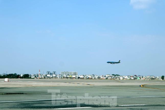 Cận cảnh đường băng nghìn tỷ ở sân bay Tân Sơn Nhất ảnh 3