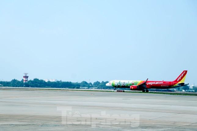 Cận cảnh đường băng nghìn tỷ ở sân bay Tân Sơn Nhất ảnh 8