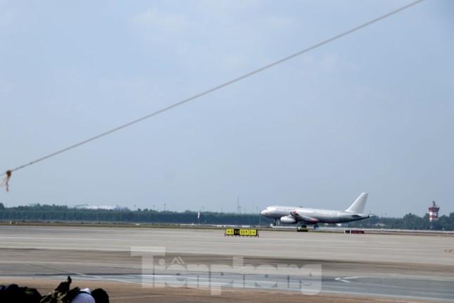 Cận cảnh đường băng nghìn tỷ ở sân bay Tân Sơn Nhất ảnh 7