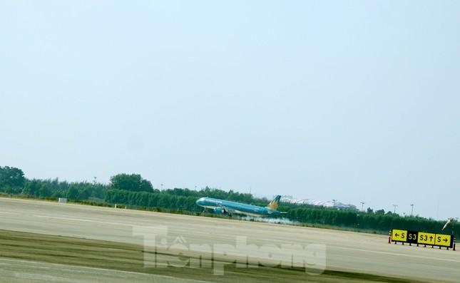 Cận cảnh đường băng nghìn tỷ ở sân bay Tân Sơn Nhất ảnh 6