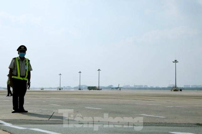 Cận cảnh đường băng nghìn tỷ ở sân bay Tân Sơn Nhất ảnh 5