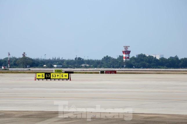 Cận cảnh đường băng nghìn tỷ ở sân bay Tân Sơn Nhất ảnh 9