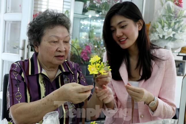 Gặp gia đình nghệ nhân ba đời làm hoa đất sét ở TPHCM ảnh 8