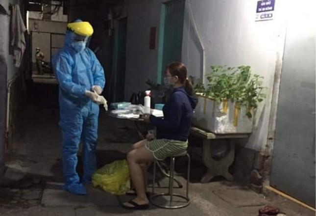 Phong tỏa khu dân cư ở Sài Gòn liên quan ca mắc COVID-19 ảnh 1