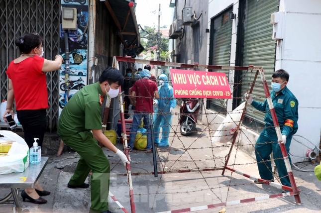 Người Sài Gòn vui mừng được gỡ phong tỏa vì COVID-19 ảnh 1