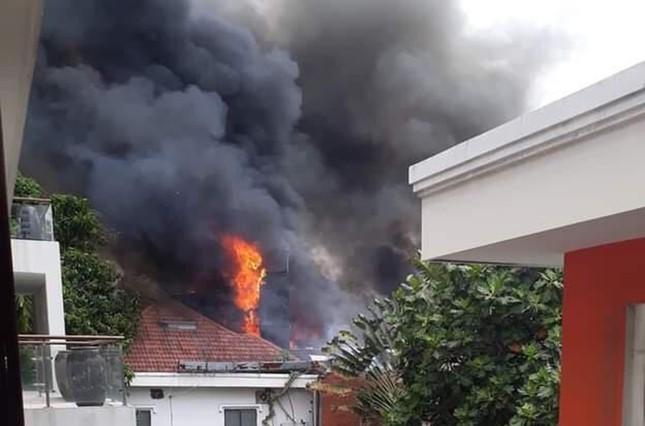 Nhà hàng bốc cháy ngùn ngụt sau tiếng nổ, thực khách tháo chạy tán loạn ảnh 2