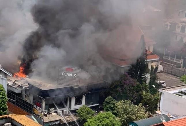 Nhà hàng bốc cháy ngùn ngụt sau tiếng nổ, thực khách tháo chạy tán loạn ảnh 3