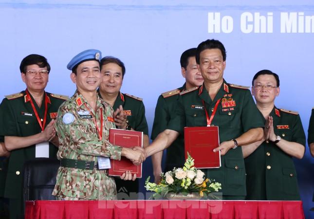 Những 'bóng hồng' quân đội Việt Nam lên đường làm nhiệm vụ quốc tế ảnh 12