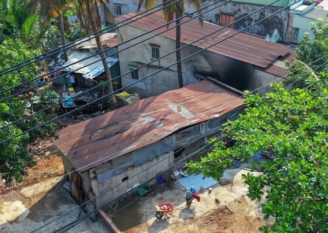 Lãnh đạo TPHCM viếng các nạn nhân vụ 6 người trong gia đình tử vong vì cháy ảnh 1