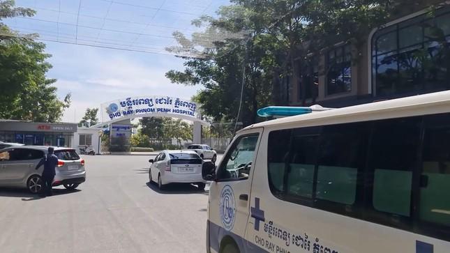 19 y bác sĩ bệnh viện Chợ Rẫy Phnom Penh phải cách ly vì tiếp xúc với bệnh nhân COVID-19 ảnh 1