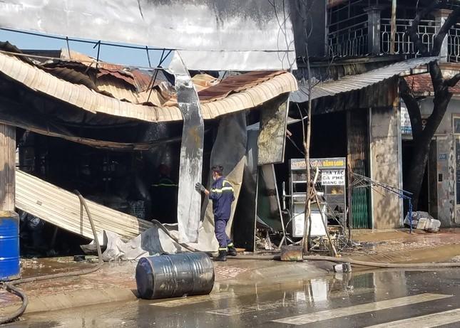 TPHCM: Cháy nổ kinh hoàng cửa hàng bán sơn ảnh 3