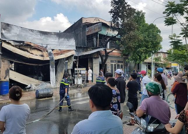 TPHCM: Cháy nổ kinh hoàng cửa hàng bán sơn ảnh 4
