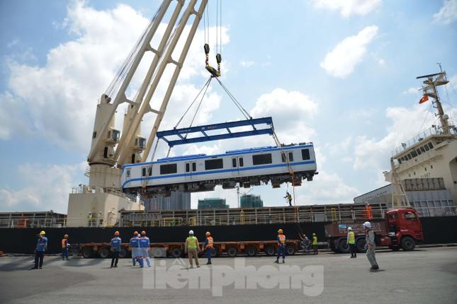 Cận cảnh 2 đoàn tàu tuyến Metro số 1 cập cảng TPHCM ảnh 2