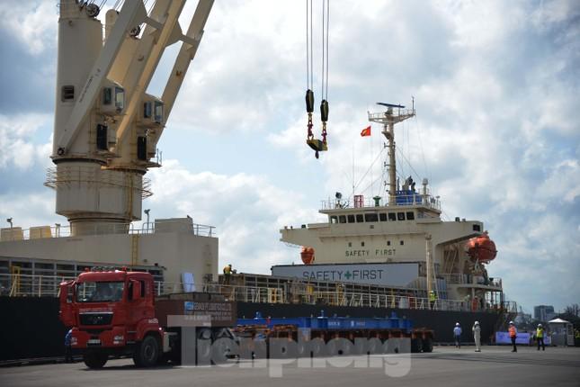 Cận cảnh 2 đoàn tàu tuyến Metro số 1 cập cảng TPHCM ảnh 1