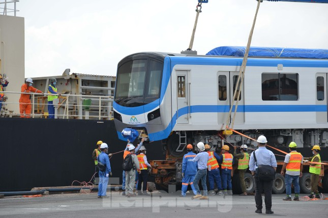 Cận cảnh 2 đoàn tàu tuyến Metro số 1 cập cảng TPHCM ảnh 3