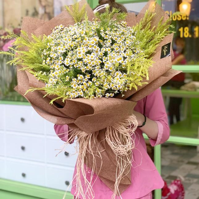 Tuần cuối dịp 20/10, hoa tặng chị em tăng giá mạnh ảnh 3