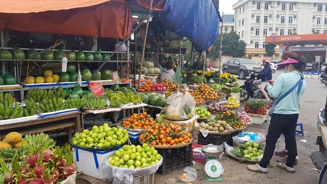 Hoa, quả, gà… tăng giá ngày rằm tháng Chạp ảnh 2