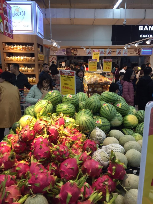 Rồng rắn xếp hàng vào siêu thị mua sắm Tết ảnh 6