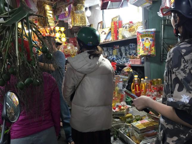 Sáng 30 Tết, hối hả sắm tết buổi cuối tại chợ truyền thống ảnh 14