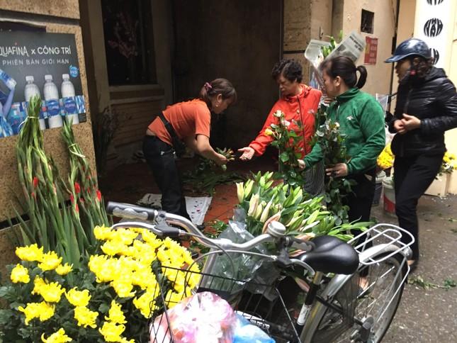 Sáng 30 Tết, hối hả sắm tết buổi cuối tại chợ truyền thống ảnh 4
