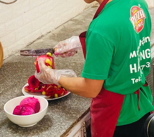 Pizza giải cứu thanh long đắt hàng tại Hà Nội ảnh 4