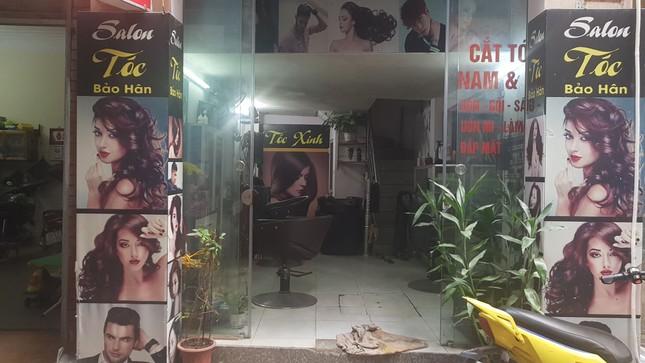 Tiệm làm đẹp ế ẩm vì khách 'nhịn' cắt tóc gội đầu mùa dịch ảnh 2