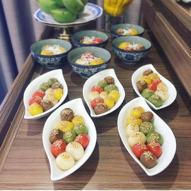Bánh trôi ngũ sắc hút khách trước ngày Tết Hàn thực ảnh 3