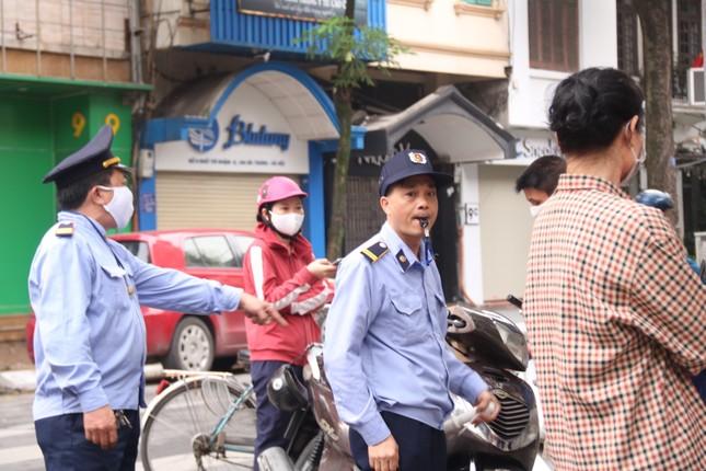 Người Hà Nội xếp hàng mua bánh trôi, bánh chay từ 5 giờ sáng ảnh 5