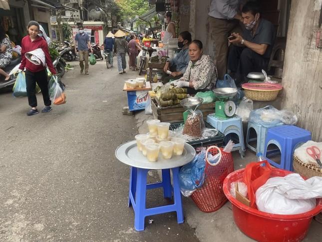 Người Hà Nội xếp hàng mua bánh trôi, bánh chay từ 5 giờ sáng ảnh 6