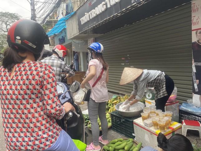 Người Hà Nội xếp hàng mua bánh trôi, bánh chay từ 5 giờ sáng ảnh 7