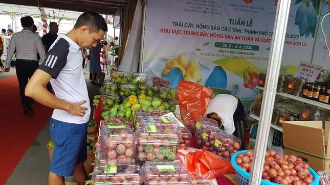 Vào hè, trái cây vùng miền đổ bộ hội chợ trái cây, nông sản Hà Nội ảnh 2