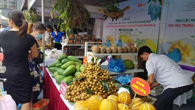 Vào hè, trái cây vùng miền đổ bộ hội chợ trái cây, nông sản Hà Nội ảnh 3